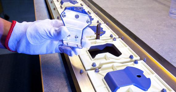 Bild på produkt som belagts med tunt metallskikt för avskärmning